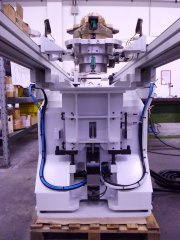 COORDINATE MEASUREMENT MACHINE EQUIPPED WITH ROTARY TABLE TENDING DEVICE